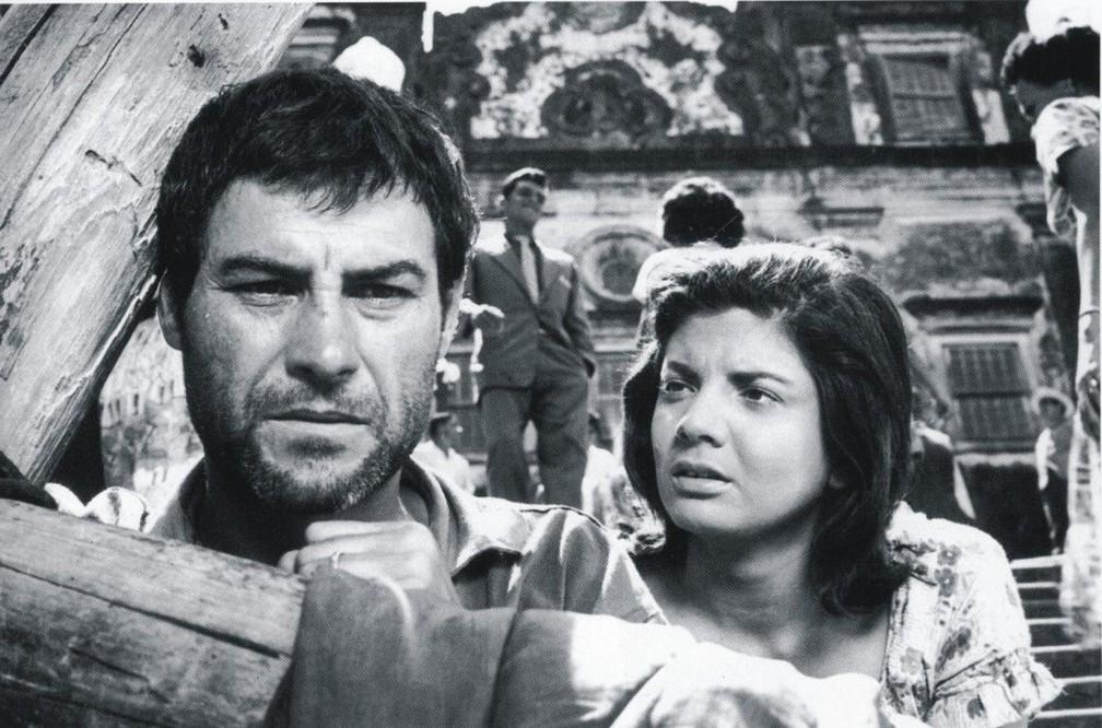 Leonardo Villar e Glória Menezes no filme 'O pagador de promessas', de 1962 — Foto: Reprodução
