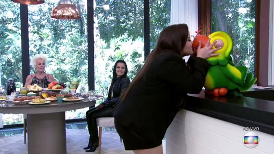 Maiara, da dupla com Maraisa, beija Louro José e avisa: 'Estou solteira, viu?'