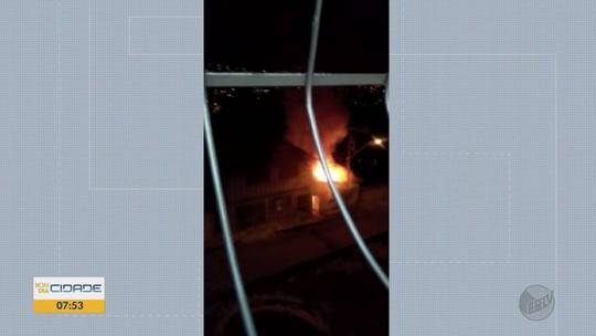 Casa pega fogo em Varginha; suspeita é de incêndio criminoso