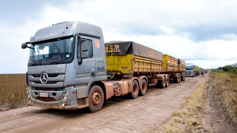 Fabricantes precisam fazer adaptações em seus caminhões para que motoristas consigam enfrentar estradas brasileiras com mais segurança (Foto: André Schaun)