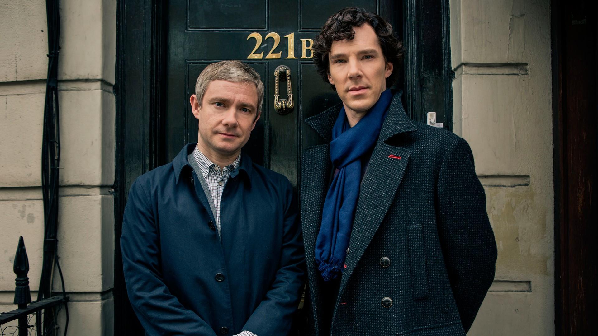 Martin Freeman e Benedict Cumbertbatch como Watson e Sherlock na série de TV (Foto: Divulgação )