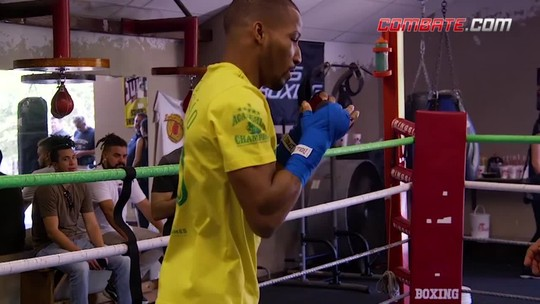 """Robson Conceição faz treino aberto na hora de Brasil x Sérvia e diz: """"Vitória me inspirou"""""""