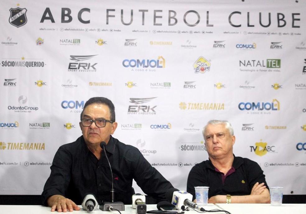 Francisco Diá ao lado do presidente Fernando Suassuna: nome de confiança da diretoria — Foto: Diego Simonetti/@MajorFotografias