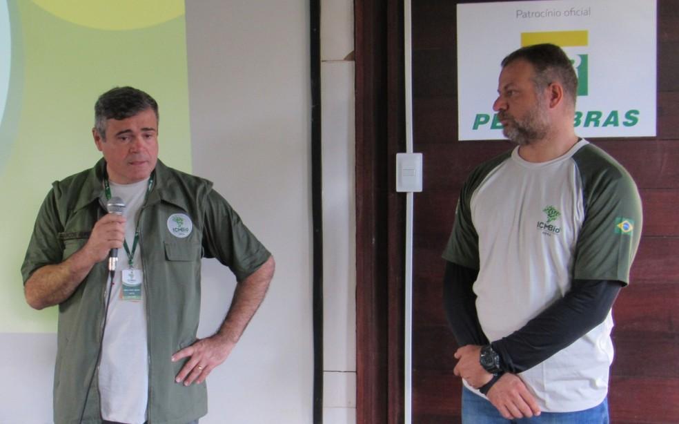 O diretor Marcos Aurélio apresentou o novo gestor João Rocha — Foto: Ana Clara Marinho/TV Globo