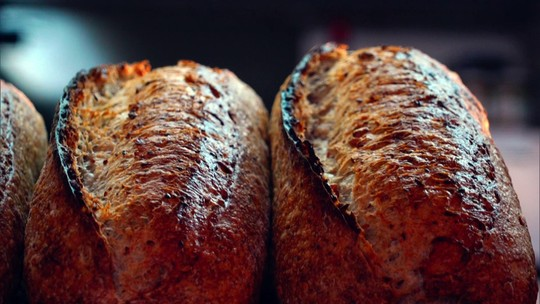 Padaria com gestão sustentável tem pão natural e trabalho para jovens da periferia