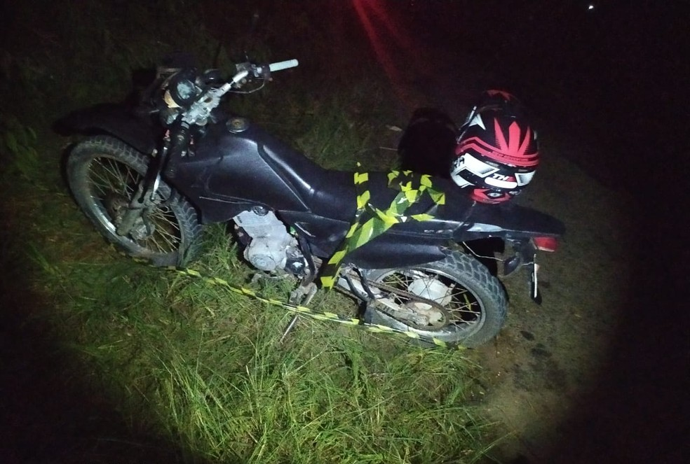 Adolescente morreu no local do acidente — Foto: Polícia Militar/Divulgação