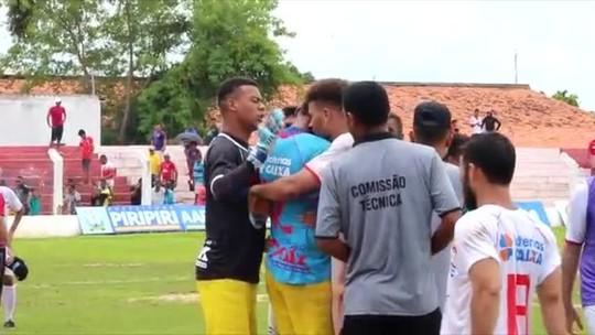 Herói, goleiro defende pênalti aos 45, salva time e desaba em choro; veja vídeo