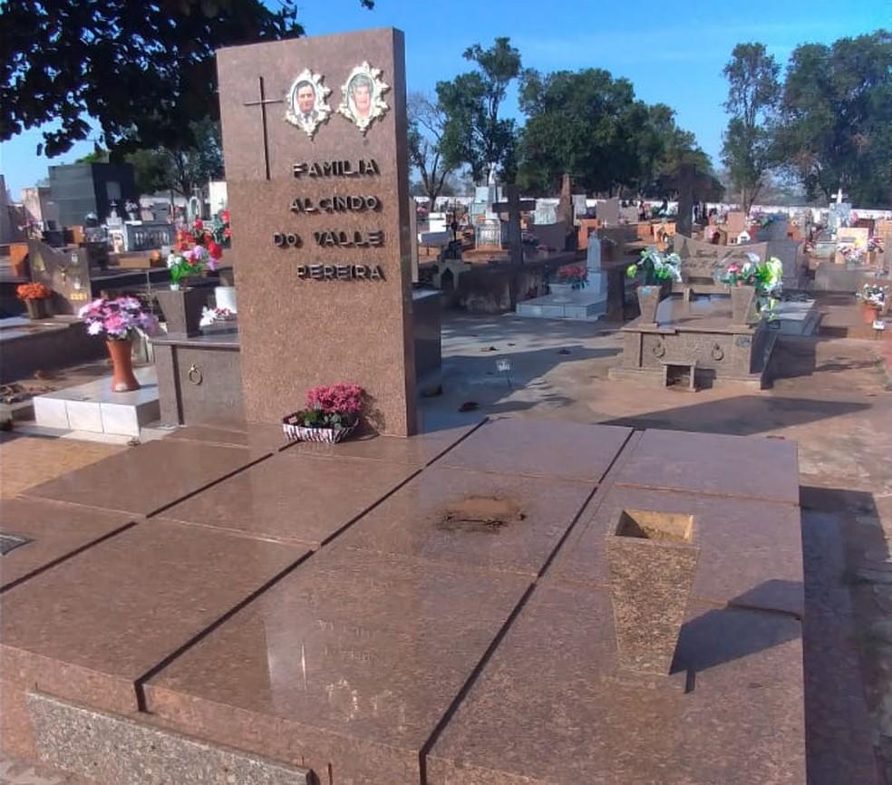 Cemitério Municipal de Tabapuã (SP) é furtado duas vezes em menos de quinze dias (Foto: Alexandre Souza)