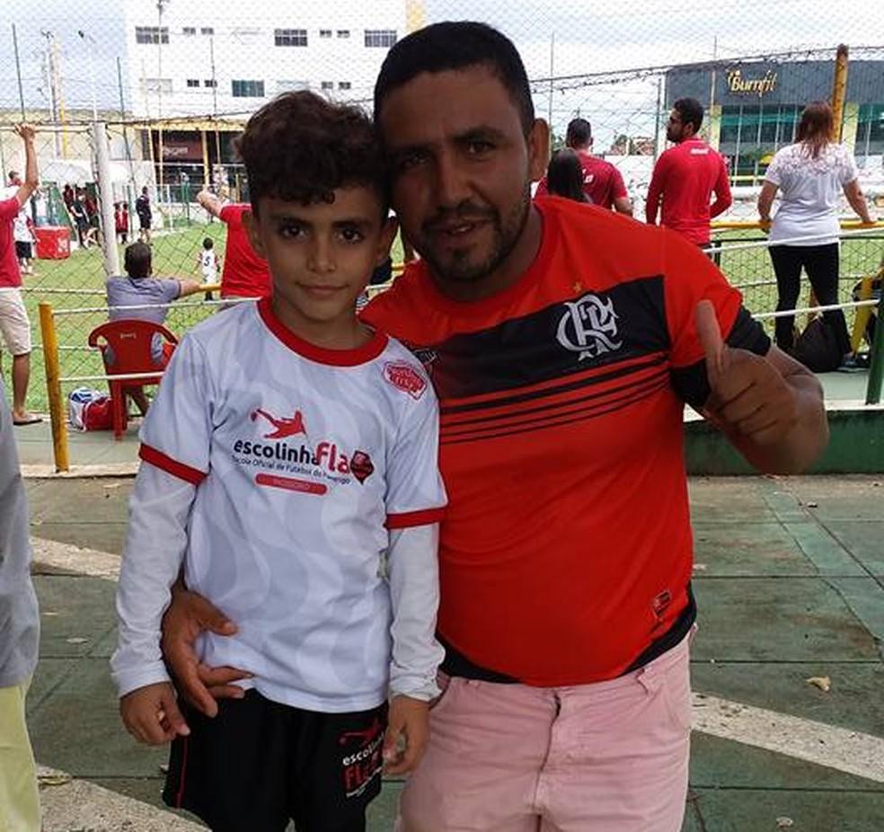 Vigilante Geokleber Veloso faz campanha para levar filho Gabriel ao Rio de Janeiro (Foto: Arquivo pessoal)
