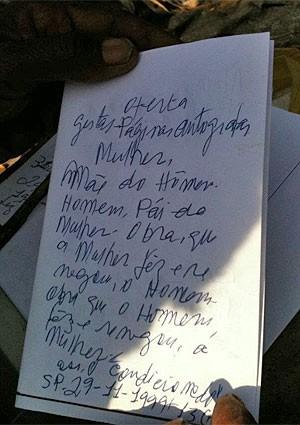 Os poemas que Raimundo escreve em minipáginas (Foto: Arquivo pessoal)