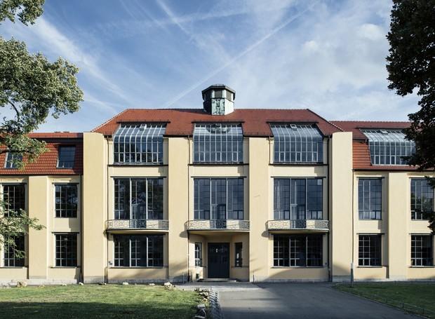 Fachada do prédio projetado por Henry van der Velde, que serviu de sede da Bauhaus por cinco anos (Foto: Tillmann Franzen/Thüringer Tourismus GmbH/Divulgação)