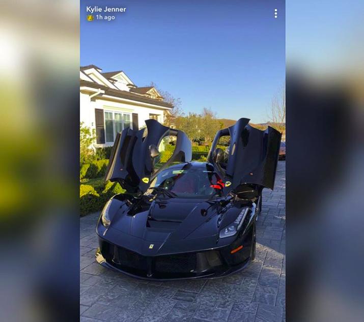 A Ferrari avaliada em mais de US$ 1 milhão de Kylie Jenner (Foto: Reprodução Instagram )