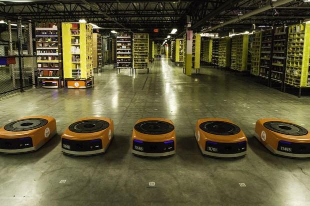 Robôs da Amazon (Foto: reprodução)