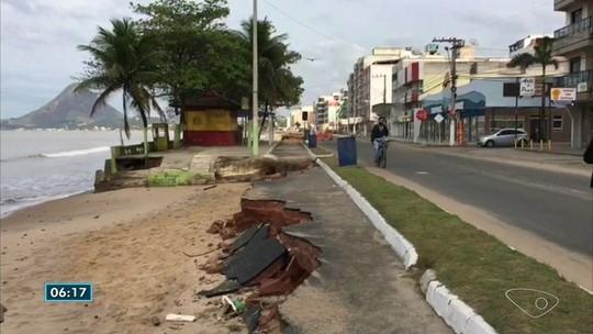 Erosão destrói a orla de Piúma, no ES, e prefeitura propõe improviso