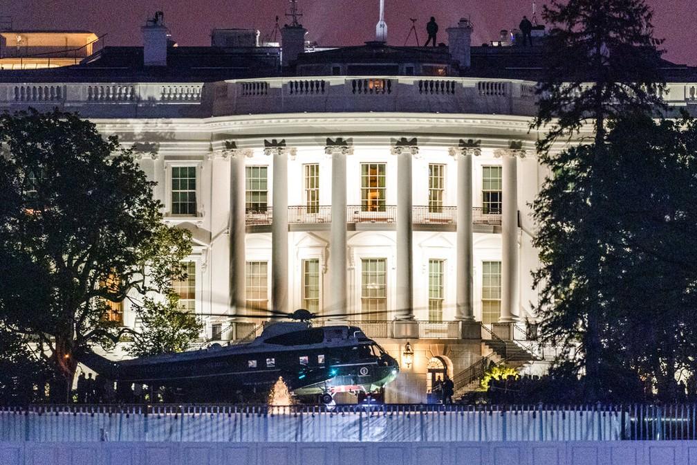 Helicóptero Marine One, com Donald Trump à bordo, aterrisa na Casa Branca em 12 de janeiro de 2021 — Foto: Manuel Balce Ceneta/AP