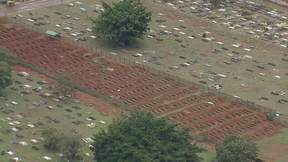Cemitério de Taguatinga abre espaço para novas sepulturas — Foto: TV Globo/Reprodução