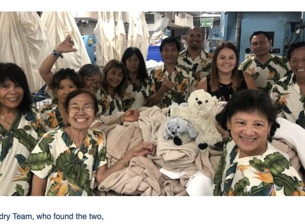 Sutro tira selfie com a equipe do hotel (Foto: Twittter / annapickard)