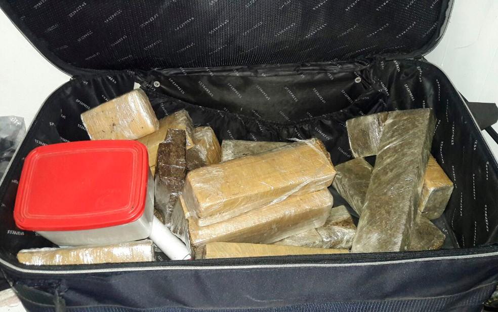 Drogas eram entregues pelo serviAi??o delivery (Foto: PolAi??cia Civil)