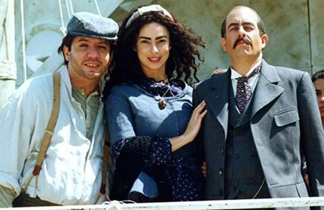 """A novela ganhou uma série de paródias no """"Casseta & planeta urgente"""", como, por exemplo, """"Perna à Mostra"""", """"Enterra na Nostra"""" e """"Teta à Mostra"""" (Foto: TV Globo)"""