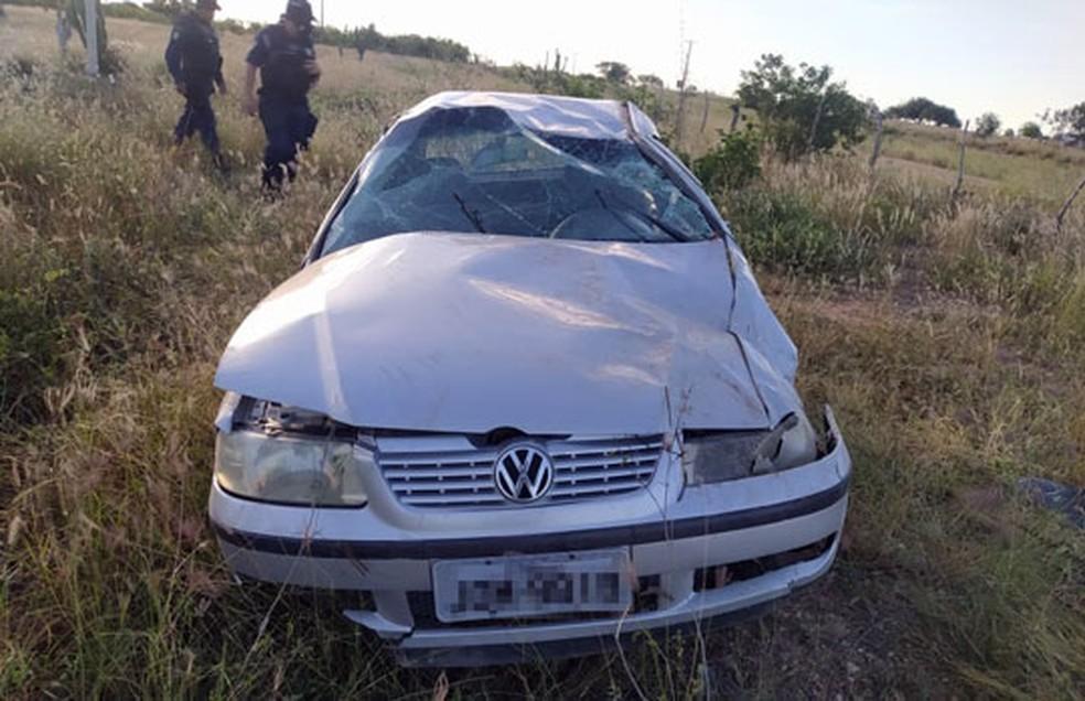 Veículo capotou na BA-120, em Santaluz — Foto: Reprodução/Redes sociais