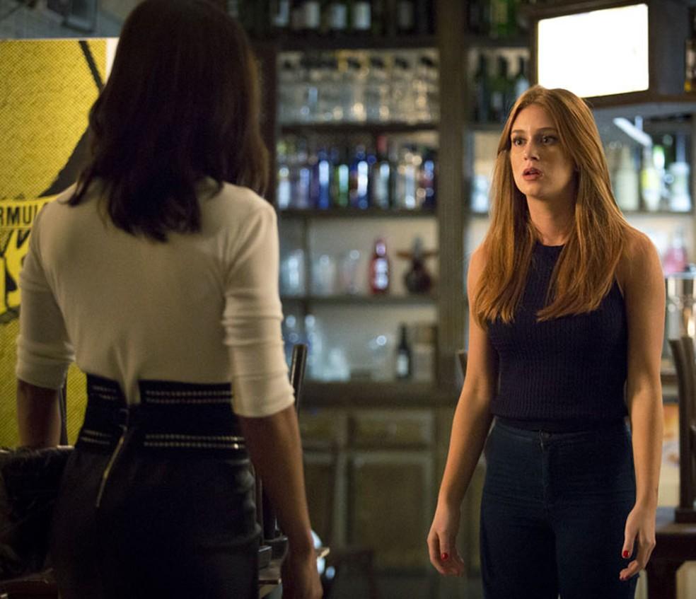 Eliza (Marina Ruy Barbosa) não admite armações de Carolina (Juliana Paes) e se vinga — Foto: Fabiano Battaglin