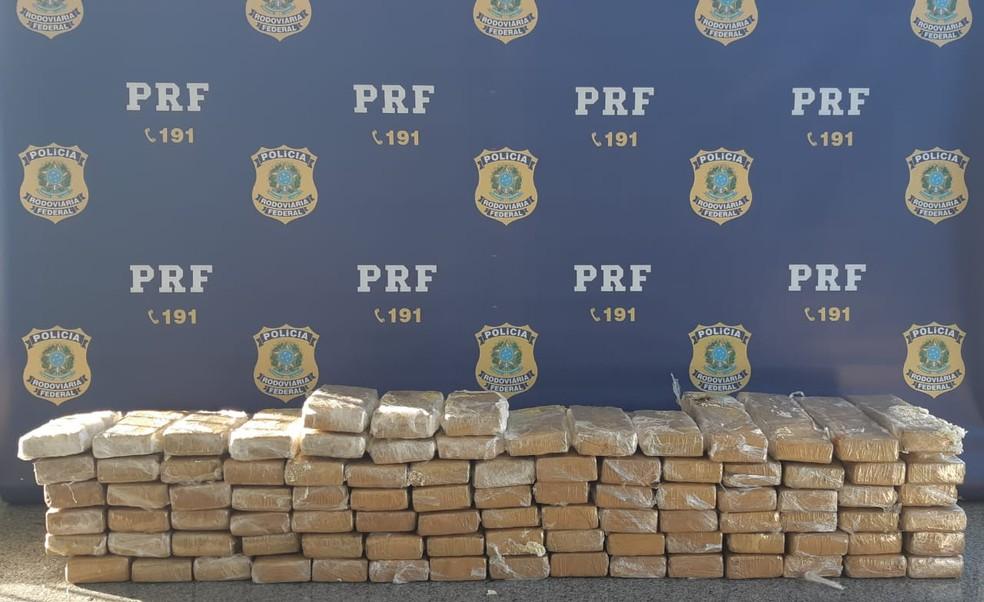 PRF apreendeu 73 kg de maconha na BR-251, em Montes Claros — Foto: Polícia Rodoviária Federal/ Divulgação
