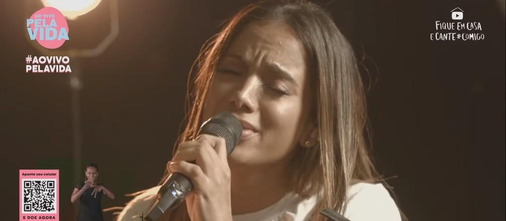 Anitta canta músicas religiosas em live neste domingo (26) — Foto: Reprodução/YouTube/Anitta