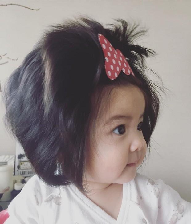 Bebê com cabelo volumoso (Foto: Reprodução/Instagram)