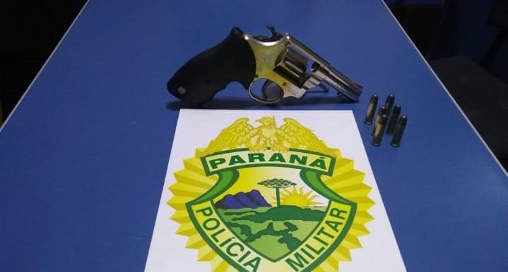 Suspeito de roubar carro é baleado em confronto com policias em Piraí do Sul, diz PM