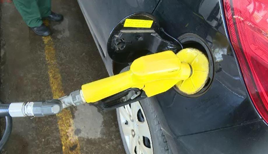 Preço da gasolina volta a subir e acreanos reclamam: 'difícil manter carro e moto'