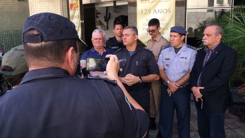 Autoridades da Polícia Militar participaram da reunião com representantes do Governo do RN para impedir paralisação (Foto: Heloísa Guimarães/Inter TV Cabugi)