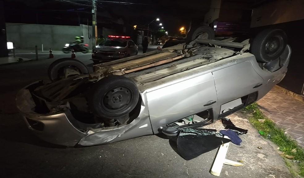 No carro, o motorista deixou uma carteira porta cédulas, cartões de crédito, celular e uma cueca. — Foto: Leábem Monteiro/TV Diário