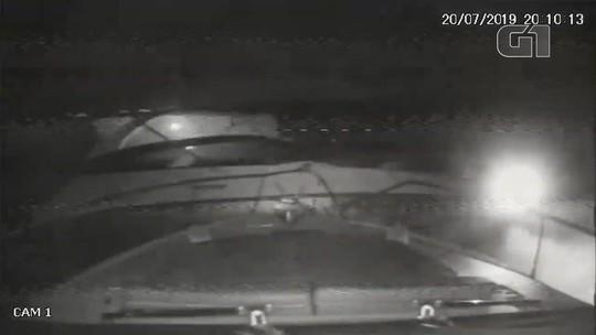 VÍDEO: colisão entre lanchas deixa 2 feridos no litoral de SP