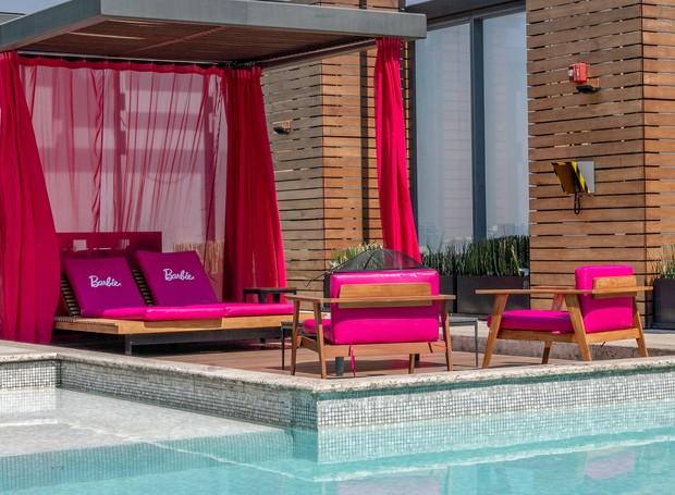 Um lounge exclusivo temático fica em frente à piscina (Foto: Hilton Mexico City Santa Fé/ Reprodução)