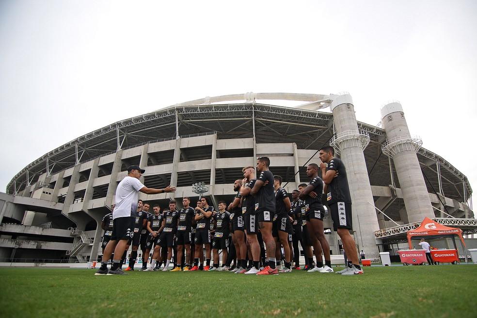 Chamusca lida com a pressão enquanto busca time ideal — Foto: Vitor Silva/Botafogo