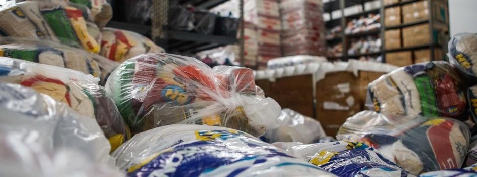 Municípios do Centro-Oeste de MG devem retirar mais de 5.300 cestas básicas doadas pelo Estado