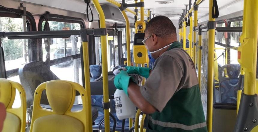 Álcool em gel é disponibilizado para motoristas de ônibus e cobradores em Juiz de Fora