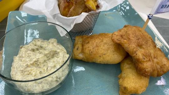 Fish and Chips: peixe empanado com batata frita