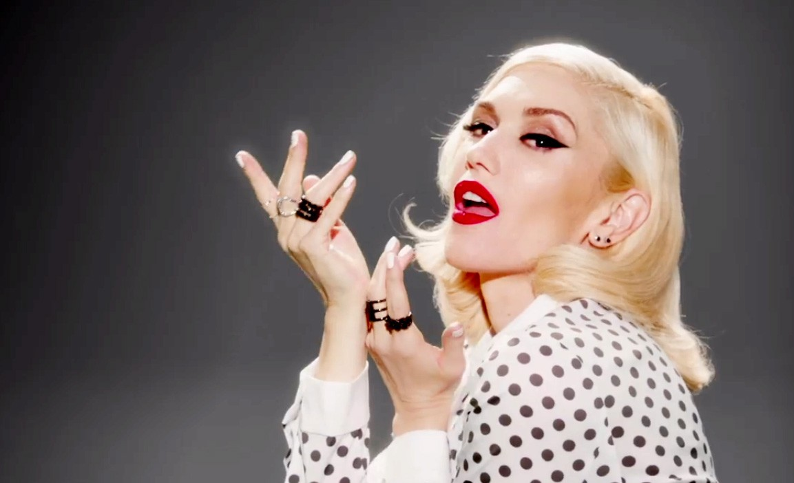 Gwen Stefani no vídeo de 'Baby Don't Lie'. (Foto: Reprodução)