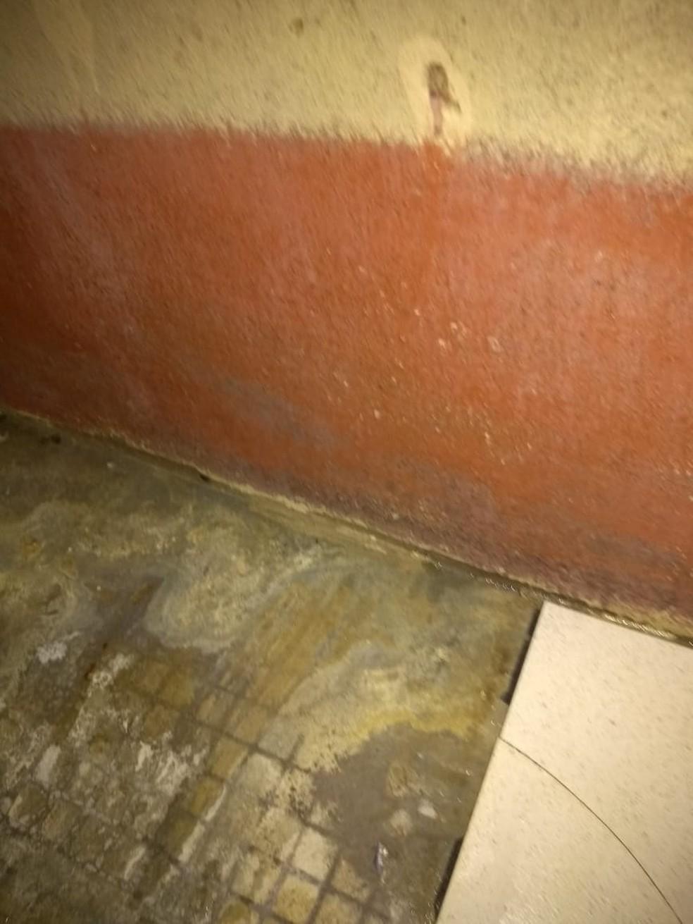 Vítima foi encontrada morta no banheiro de casa em Correia Pinto — Foto: Corpo de Bombeiros/Divulgação
