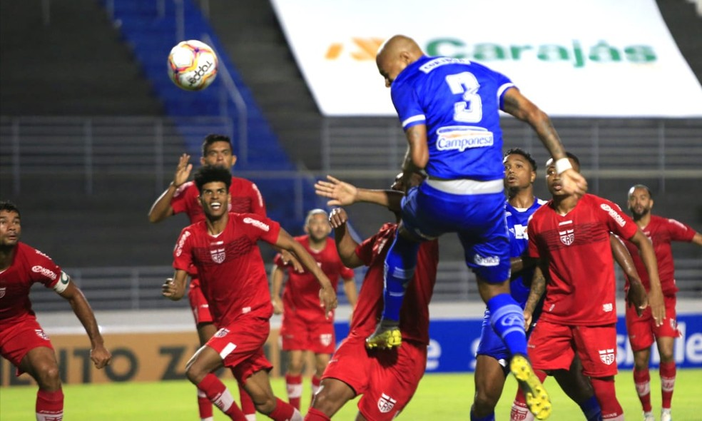 CRB sofreu gol numa jogada de bola parada — Foto: Ailton Cruz/Gazeta de Alagoas