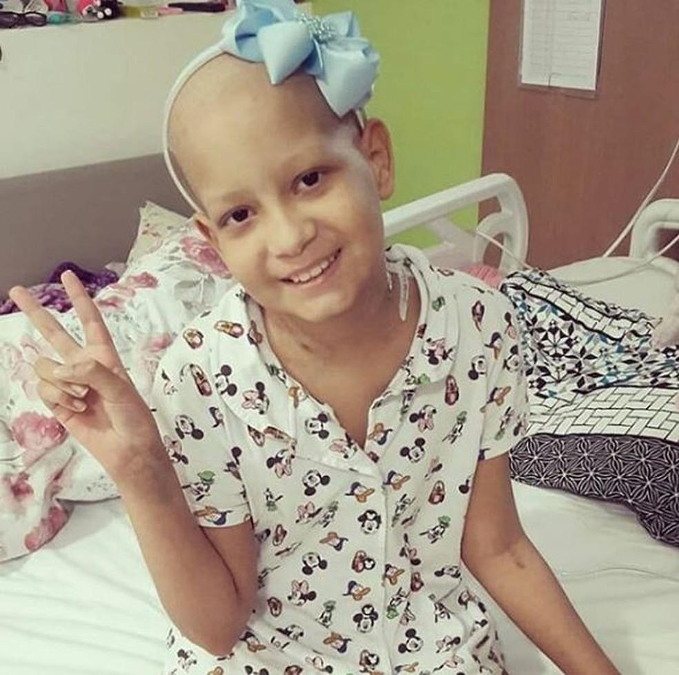 Resultado de imagem para Menina de 9 anos do AC que movimentou a web morre após perder luta contra o câncer