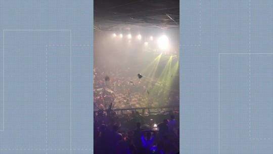 Briga em casa de shows em Itaboraí, RJ, tem baldes de gelo, cadeiras e garrafas voando; VÍDEO