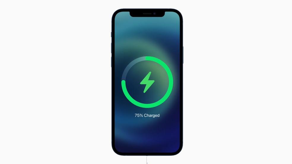 Bateria do iPhone 12 dura menos que a do antecessor — Foto: Reprodução/Apple