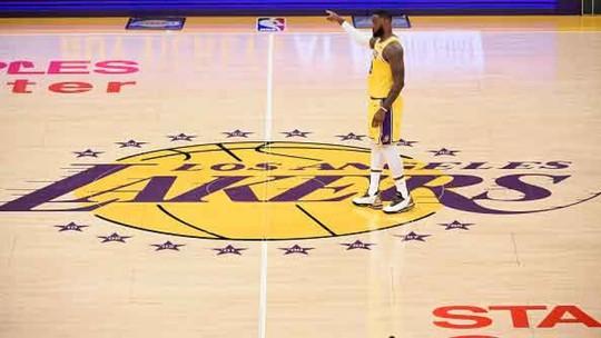 LeBron leva a melhor sobre Harden, e Lakers batem Rockets com virada sensacional