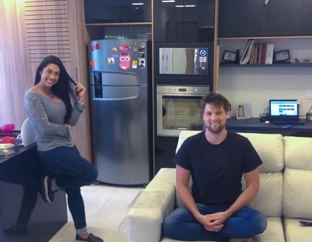 Amanda Djehdian e marido (Foto: Reprodução)