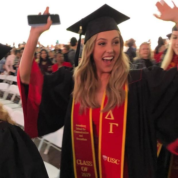 Sophia Stallone se forma na faculdade (Foto: Reprodução/Instagram)