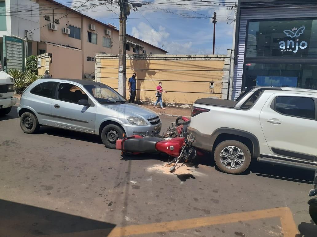 Mulher fica ferida após engavetamento no centro de Araguaína