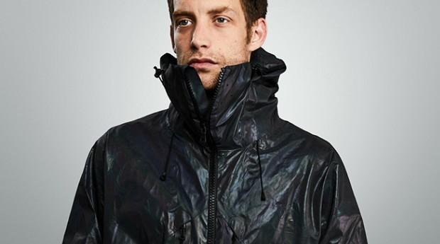Na luz do dia, a jaqueta é preta (Foto: Divulgação)
