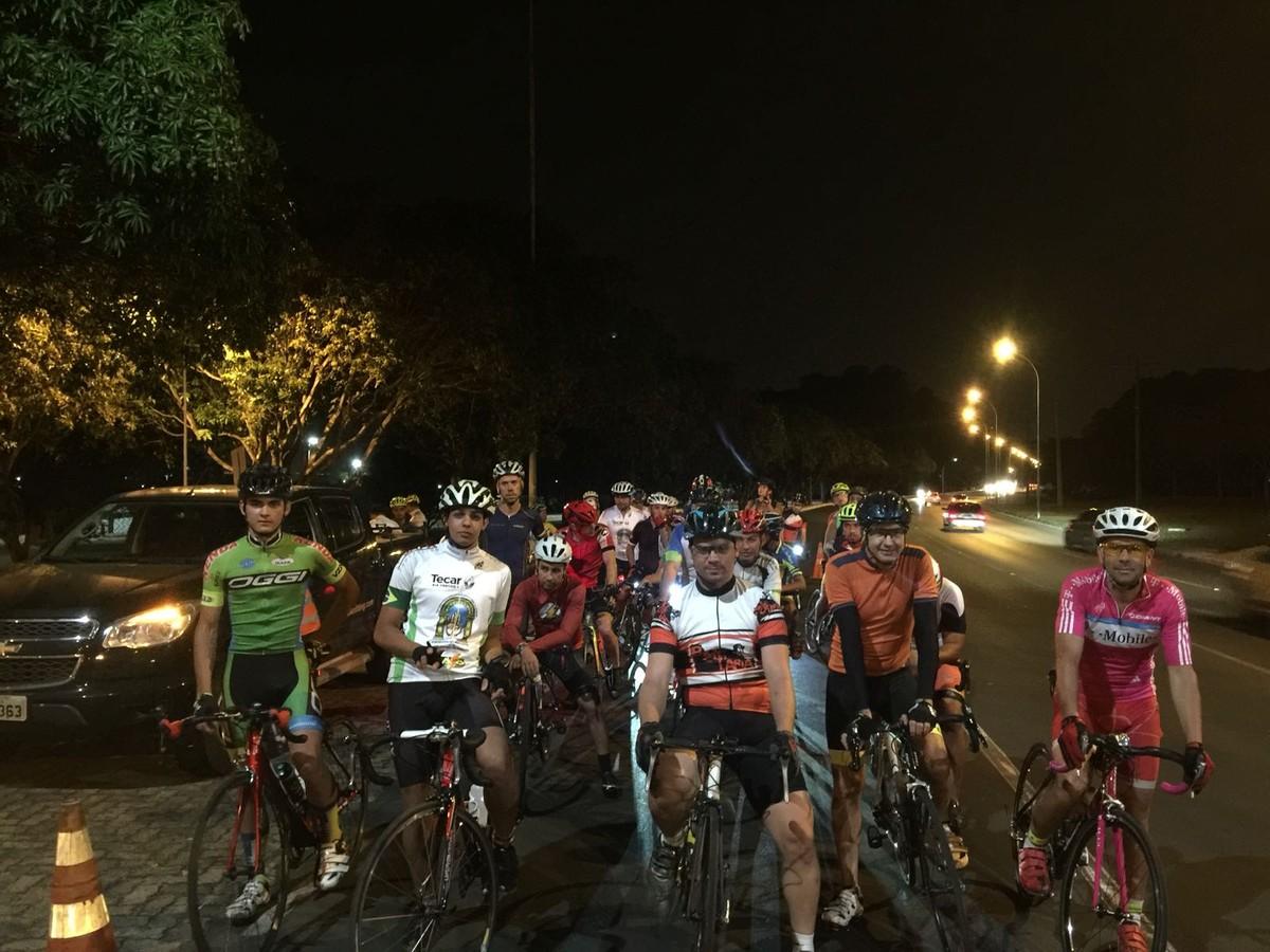 Pedalando: na terra ou no asfalto, brasilienses mostram o amor pela bike